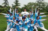 武艺班藏族孤儿与爱心妈妈共迎六一儿童节