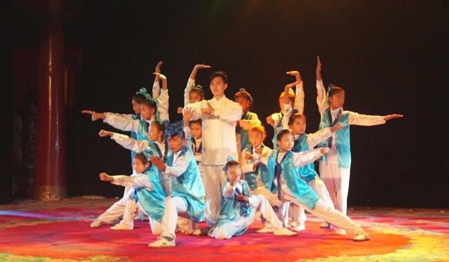 武艺班精彩演绎《承仁》展现中国武术的精气神