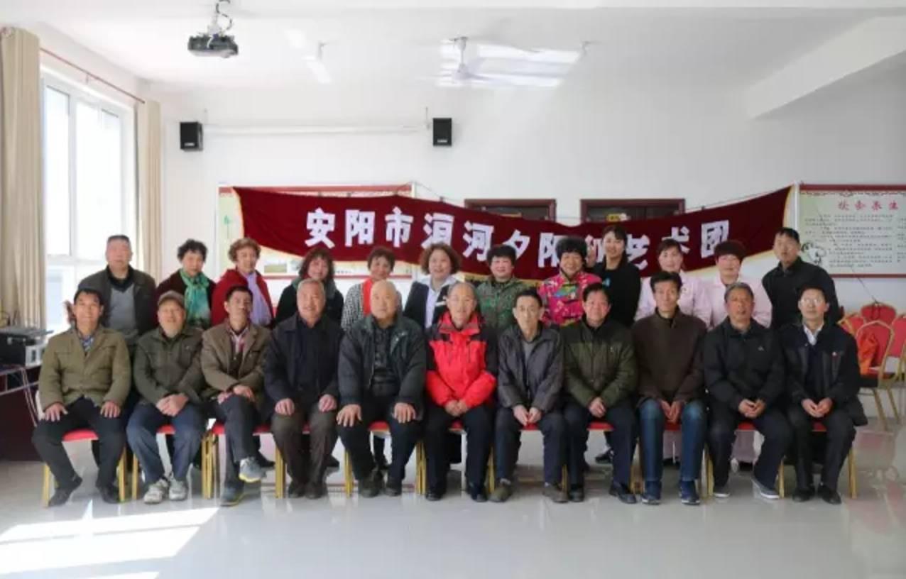 安阳市洹河夕阳红艺术团为安养中心带来豫剧表演